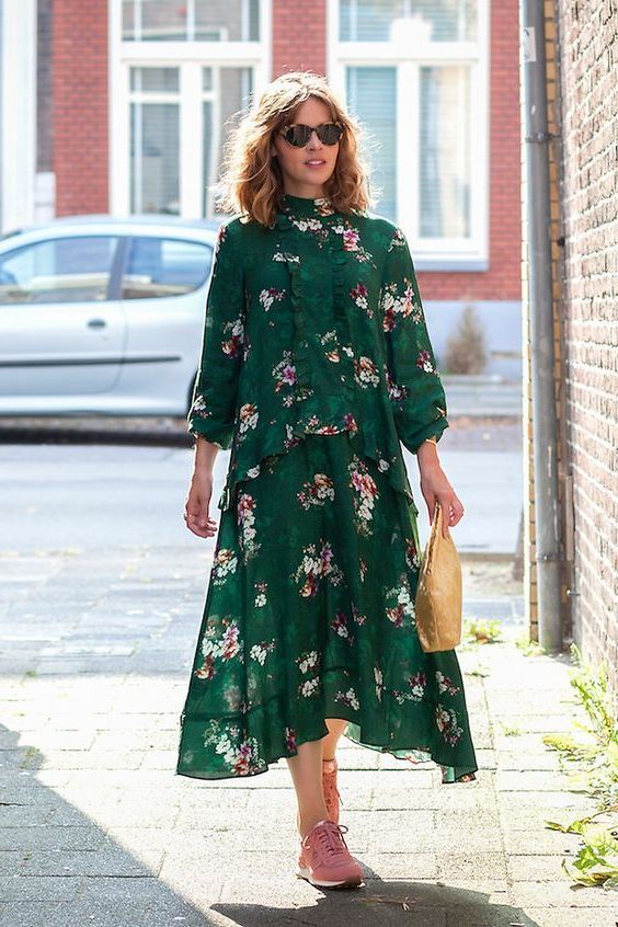 Complete Guide How To Wear Dresses With Sneakers 2020