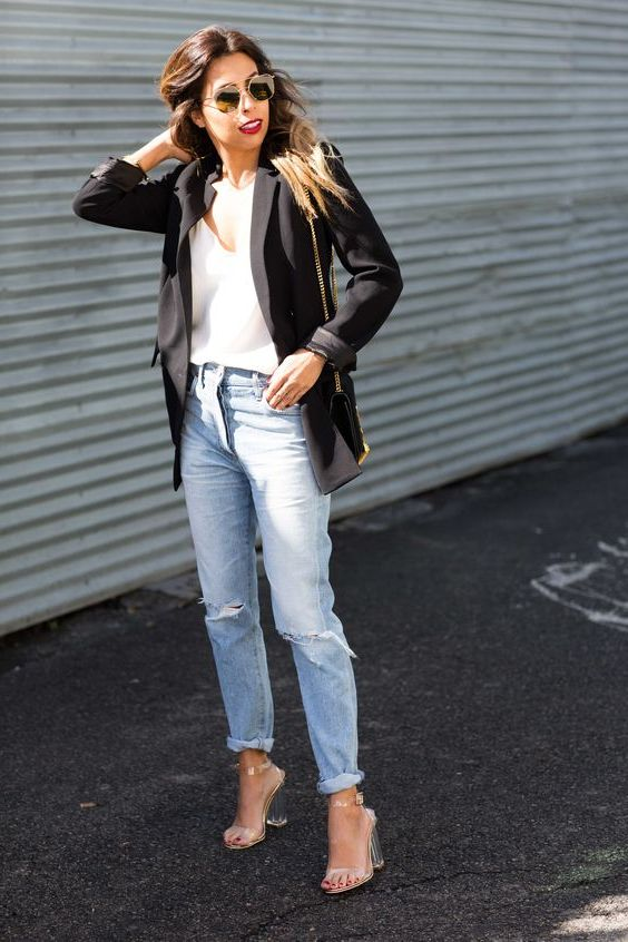 25 Ideas How To Wear Mom Jeans Complete Style Guide 2020