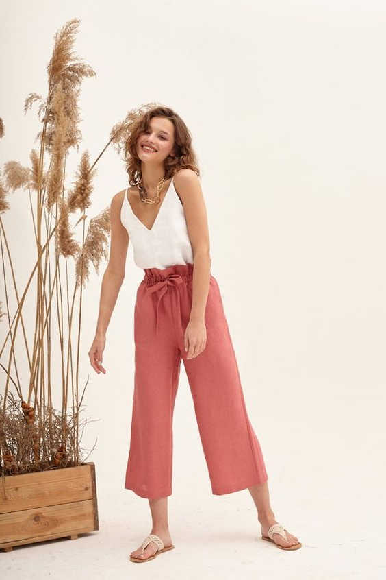 18 Outfit Ideas With Capri Pants For Women 2020