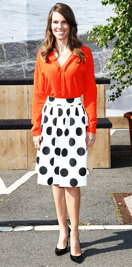 Orange Color Clothes Combinations: Easy Street Style Ideas 2021