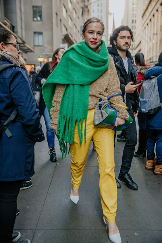 What Scarves Women Should Wear This Fall 2021